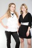 Retratos de duas meninas bonitas fotos de stock royalty free