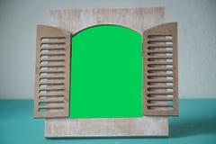 Retratos de madera con el espacio verde imágenes de archivo libres de regalías