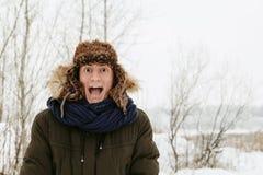 Retratos del invierno de un individuo en naturaleza imagenes de archivo