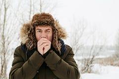Retratos del invierno de un individuo en naturaleza imagen de archivo libre de regalías
