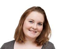 Retratos - mulher nova de sorriso no branco Fotografia de Stock
