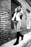 Retratos rubios jovenes atractivos de moda magníficos de la calle de la mujer Rebecca 36 Foto de archivo