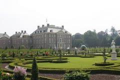 Retrete del Het del palacio real con el jardín del renacimiento Fotos de archivo libres de regalías