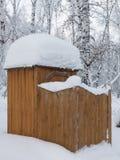 Retrete público cubierto con nieve Foto de archivo libre de regalías