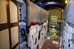 Retretes de Hundertwasser en Kawakawa NZ fotografía de archivo libre de regalías