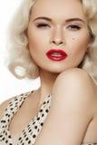 Retro 50s. Moda seksowna przyczepia modela, warga makijaż Obraz Stock
