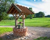 Retro acqua di pozzo di legno Fotografia Stock