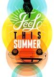 Retro affiche van de de zomertijd Vector typografisch ontwerp met kleurrijke cirkelachtergrond Eps 10 Stock Foto's