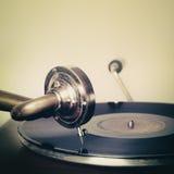Retro ago d'annata su un grammofono record Fotografie Stock Libere da Diritti