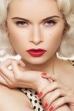 Retro americano. Modelo atractivo del contacto-para arriba de la manera, maquillaje Imagen de archivo libre de regalías