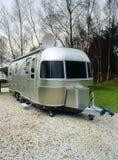 Retro Amerikaanse het kamperen aanhangwagen Royalty-vrije Stock Foto