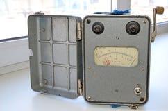 retro analogowy, megaohmmeter ochraniający od wybuchów, używał przy pracą w kopalniach Produkcja USSR zdjęcie royalty free
