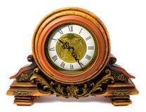 Retro--angeredete alte hölzerne Uhr lokalisiert auf einem weißen Hintergrund Lizenzfreies Stockbild
