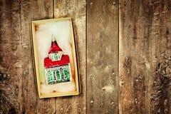 Retro- angeredetes Bild der Weinlese Weihnachtsdekoration Stockbilder