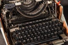 Retro- angeredetes Bild einer alten Schreibmaschine Stockbild