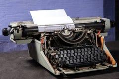 Retro- angeredetes Bild einer alten Schreibmaschine Stockfotografie