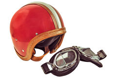 Retro- angeredetes Bild eines alten Sturzhelms mit Schutzbrillen Stockbild