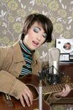 Retro annata del giocatore di chitarra del musicista della donna Fotografia Stock