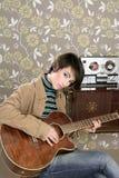 Retro annata del giocatore di chitarra del musicista della donna Fotografie Stock Libere da Diritti