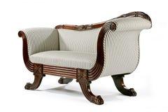 Retro antigo brilhante do sofá pintado com porca jovem Imagens de Stock