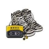 Retro attributi di stile - scarpe da tennis della zebra, scarpe di sport ed audio giocatore Immagini Stock