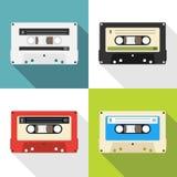 Retro audio vassoio Metta di retro audio cassette con le ombre Illustrazione del fumetto di audio royalty illustrazione gratis