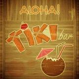 Retro- Auslegung Tiki Stab-Menü auf hölzernem Hintergrund Stockfotos