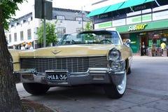 Retro- Auto auf der Straße Stockfoto
