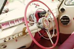 Retro- Auto der schönen Weinlese Stockfoto