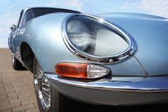 Retro- Auto Jaguars und Lucas-Scheinwerfer an der Autoausstellung, Weißrussland, Minsk, können, 07 2016: Internationales Festival Stockfotografie