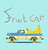 Retro auto met grote vruchten Stock Foto's