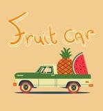 Retro- Auto mit großen Früchten Stockbild