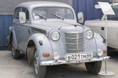 Retro auto Moskvich 401 de versie van 1954 Royalty-vrije Stock Afbeeldingen