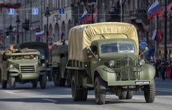 Retro auto op een militaire parade Royalty-vrije Stock Afbeelding