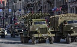 Retro auto op een militaire parade Royalty-vrije Stock Afbeeldingen