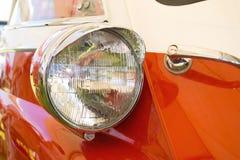 Retro auto van de koplamp stock foto