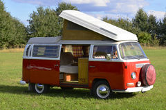 Retro- Auto, Volkswagen-Bus 1969, kampierendes Modell Stockfoto