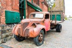 Retro- Automobil Lizenzfreie Stockbilder