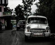 Retro automobile indiana su una strada della montagna fotografia stock libera da diritti