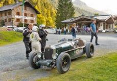 Retro automobile sportiva di Wolseley nel parco Ferleiten, alpi austriache di avventura Immagini Stock Libere da Diritti