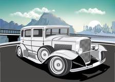 Retro automobile su un fondo delle montagne e della metropoli Fotografie Stock Libere da Diritti