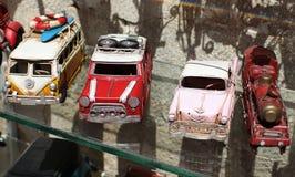 Retro automobili del giocattolo in negozio Immagine Stock