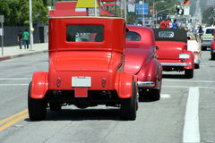 Retro automobili sulla parata immagine stock libera da diritti