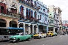 Retro- Autos auf der Straße von Havana, Kuba Stockfotos