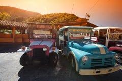 Retro- Autos für Touristen Lizenzfreies Stockfoto