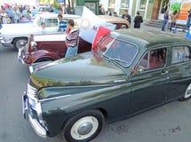 Retro- Autos Pobeda, GAZ M1 und Chaika Stockfotografie