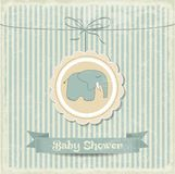Retro- Babypartykarte mit kleinem Elefanten Lizenzfreie Stockfotos
