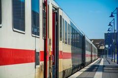 Retro- Bahnstation bei Deutschland Stockbild