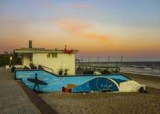 Retro bar på stranden i Montevideo Arkivfoton