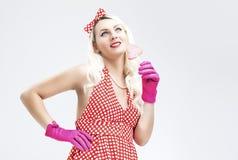 Retro begrepp för utvikningsbrud Drömma den blonda kvinnan för sinnlig utvikningsbrud med sötsaken Arkivfoton